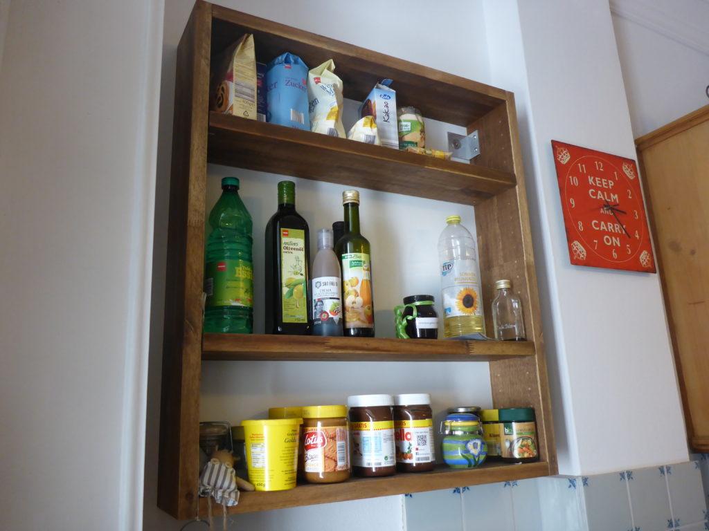 Küche mit Akazienholz und Delfter Kacheln